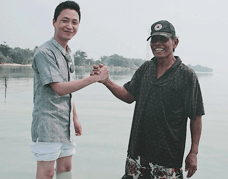 Evoware Founder & CEO with a local seaweed farmer in Indonesia. | Photo Courtesy: Evoware